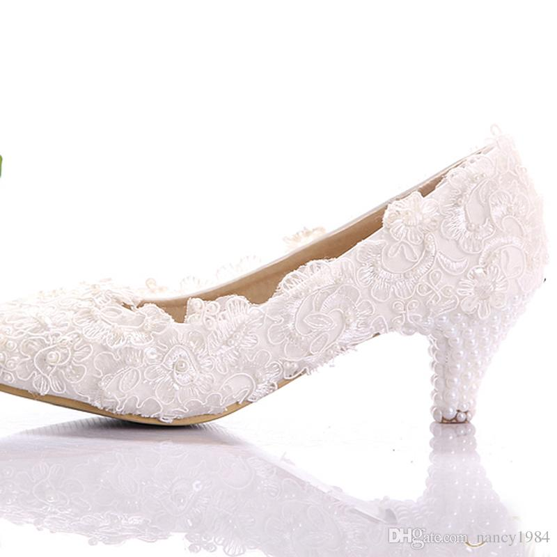 New Style White Lace Low Heel Wedding Bridal Pumps Kitten Heel Bridesmaid Shoes Elegant Party Embellished Prom Shoes Lady Dancing Shoes
