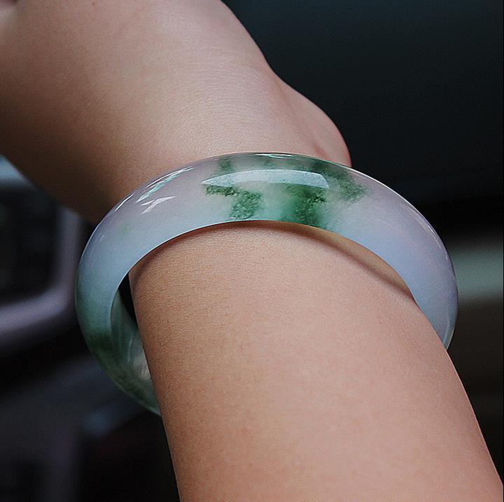 Eine natürliche schwimmende Blume einzigartige Design exquisite echte Smaragd Jade Jade Armband empfindliche weibliche Homosexuell Armbänder
