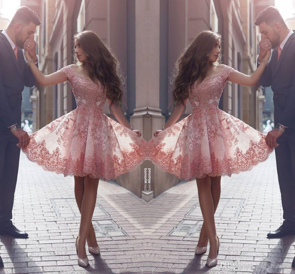 2017 New Said Mhamad Lace Homecoming Dresses Off the Shoulder Scollo a V Abiti da cocktail corti ragazze Abiti da laurea dolce arabo