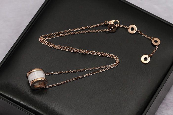 Colliers de pendentifs en céramique de luxe noir / blanc, or jaune / or rose / argent métal couleurs titane acier inoxydable femmes / hommes chaîne