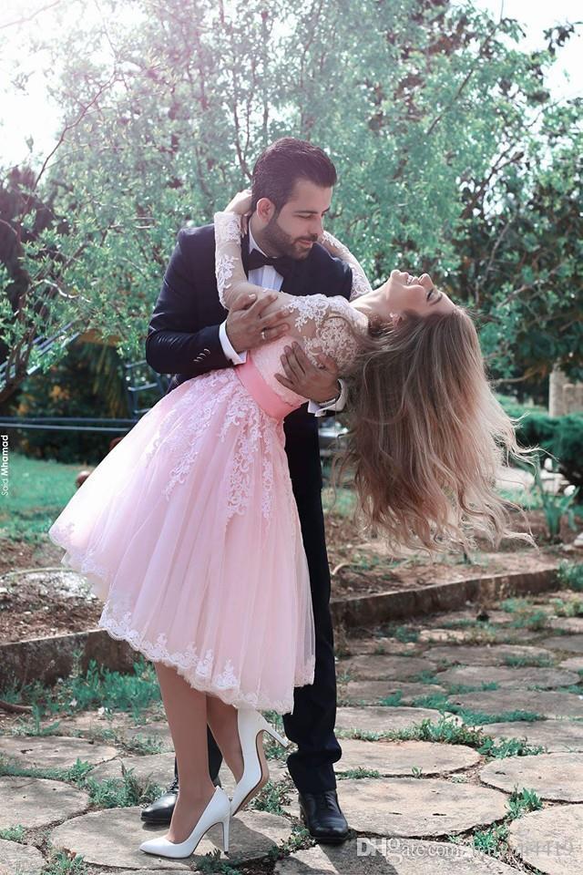 Nuevos vestidos cortos cortos sexy cariño Mangas largas Apliques de encaje Fajas de tul rosadas Vestido de cóctel árabe Vestido de fiesta formal Vestidos de noche