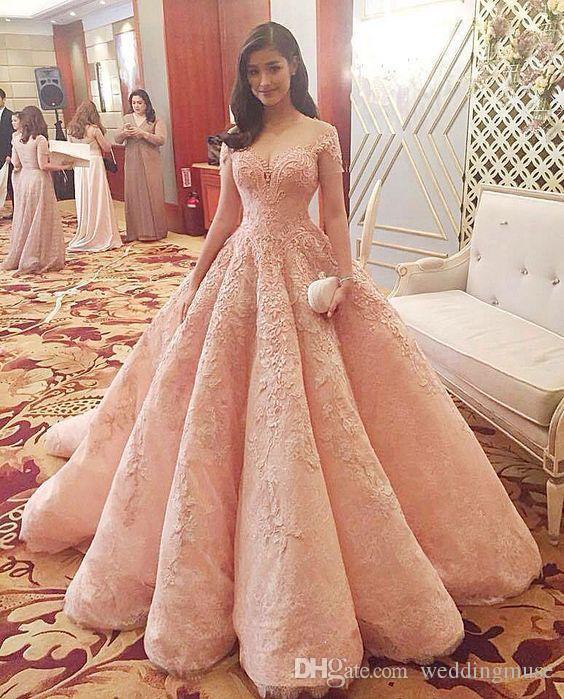 2019 New Blush Luxury Ballkleider Vestidos De Fiesta Sheer Ausschnitt Schulterfrei Spitze Applikationen Perlen A-Linie Quinceanera Kleider