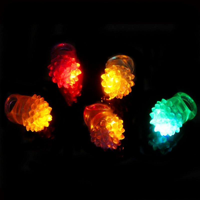 Brilho De morango Luz Anel Tocha LED Anel de Dedo Luzes Flash Beams Luz Festa de Halloween LED Brinquedos de Casamento