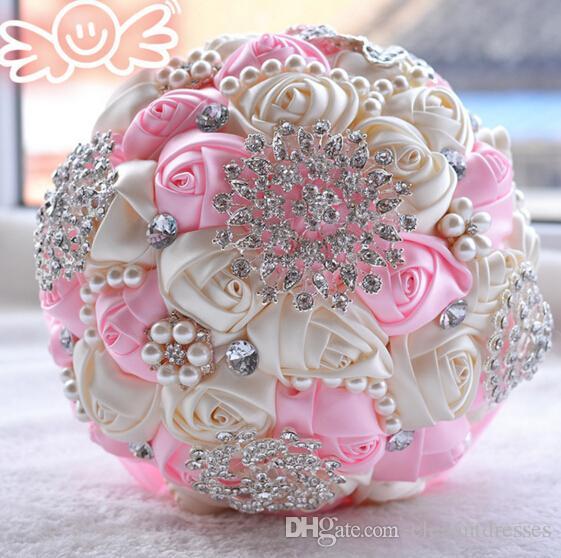 2017 Ramos de novia de la boda más nuevos con flores hechas a mano Peals Crystal Rhinestone de la boda de Rose novia suministra Holding broche del ramo