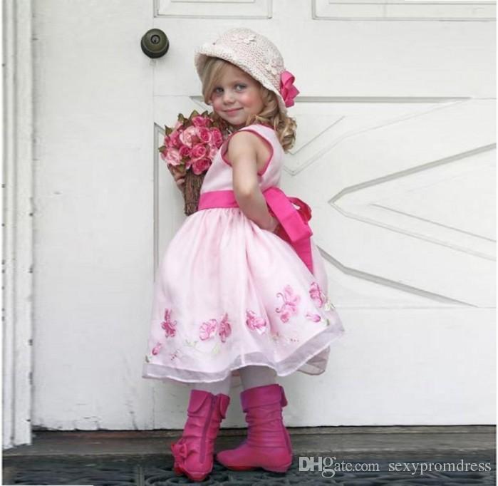 Splendida rosa ricamato ragazza di fiore abiti la cerimonia nuziale 2017 crew senza maniche nastro sash ragazze pageant abiti principessa bambini vestiti da partito