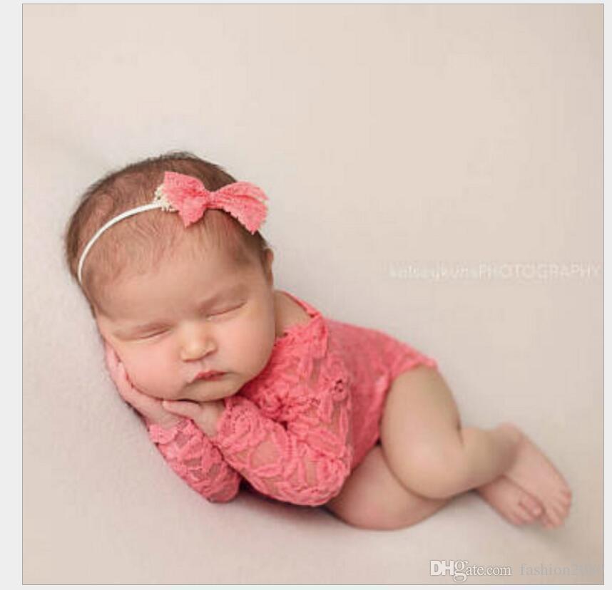 Compre Bebê Manga Longa Romper Newborn Fotografia Props Princesa Traje De  Renda + Headband Arco Nó Roupas Infantis Roupas Acessórios DHL Livre De ... 4e5ea054305e