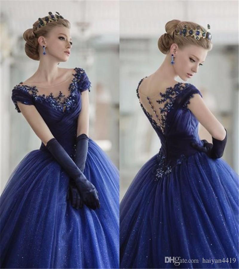 2019 Vintage Quinceanera Ball Gown Abiti Scoop Neck Cap maniche in pizzo Appliques Tulle Blu Navy Lungo Sweet 16 Party Long Prom Abiti da sera