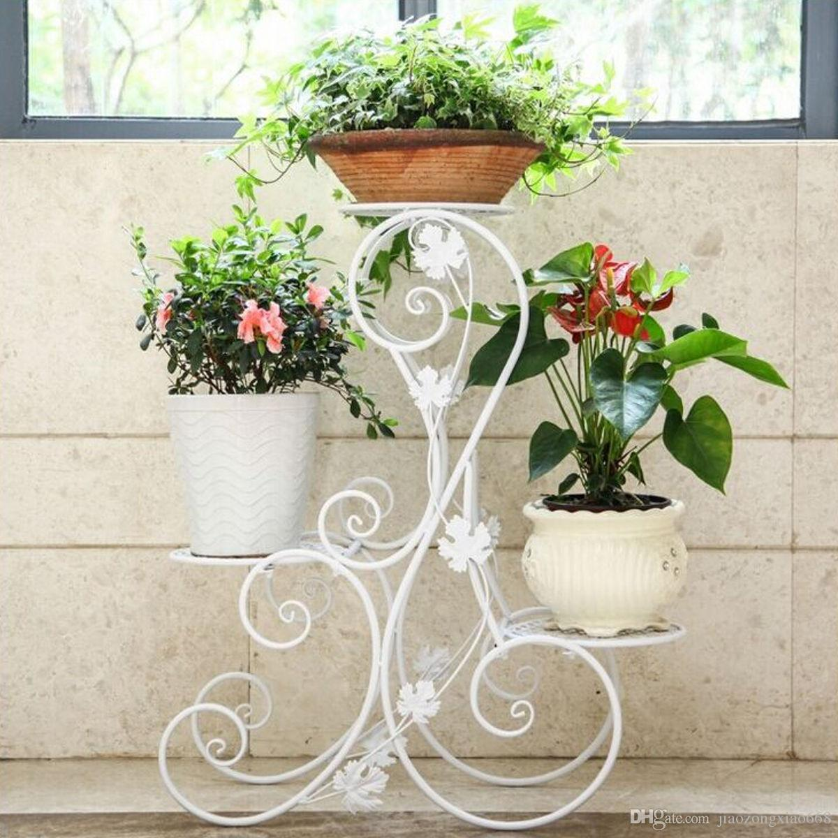 Metal floor stand for flowers