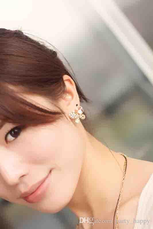 Orecchini a forma di farfalla di perle colorate di cristallo di alta qualità gli orecchini con perno di diamanti