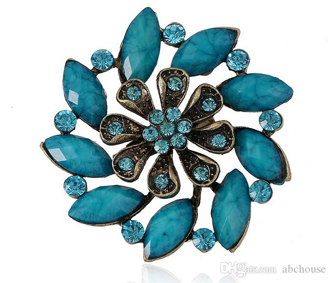 Hot Sale Fashion Gem Brooches Hollow Out Flowers Pins Europe and America Vintage Rhinestone Brooch Wedding Bouquet Pins