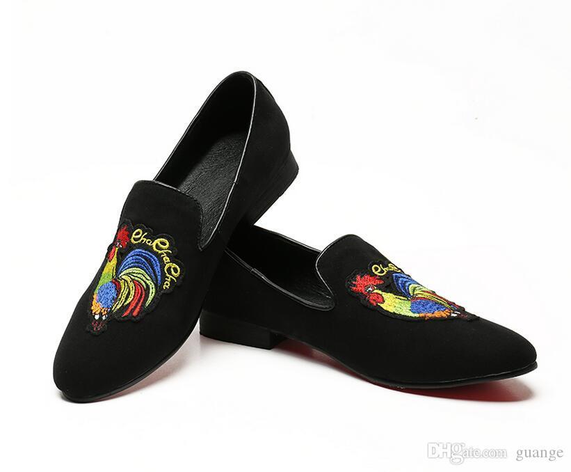 2018 Promoção Nova primavera Homens De Veludo Mocassins Partido sapatos de casamento Estilo Europa Bordado Preto Vermelho Chinelos De Veludo Mocassins de Condução 38-46