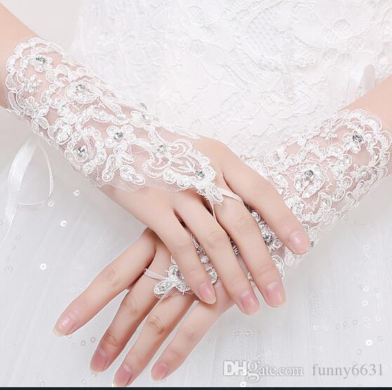 Nouvelle Arrivée femme parti Dentelle Appliques Perles Fingerless Poignet Longueur Avec Ruban Gants De Mariée Accessoires De Mariage 3 couleurs livraison gratuite