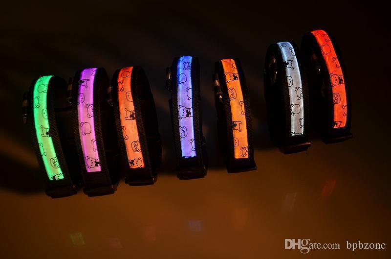 LED piscando coleira de cachorro Animais de estimação coleiras Dog Lights Flash Night Collar de segurança LED Collar Dog Neck Collars Bear impresso varejo Venda