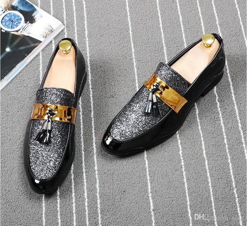 2018 moda sapatos formais casual para homens Preto Couro Tassel Homens sapatos de casamento de ouro Mens Metallic enchidas Loafers AXX613