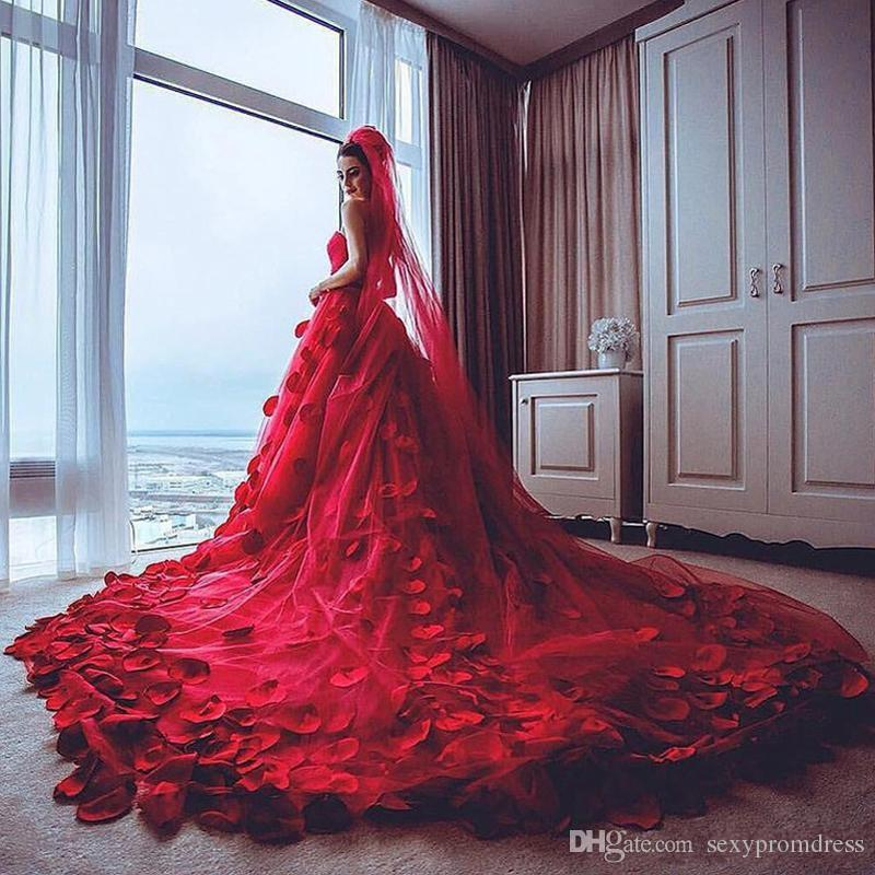 Amazing Red Wedding Dresses 2017 Sweetheart Tulle Chapel Train Rose Petals Decals Applique Bridal Gowns Backless Wedding Dresses Custom Made