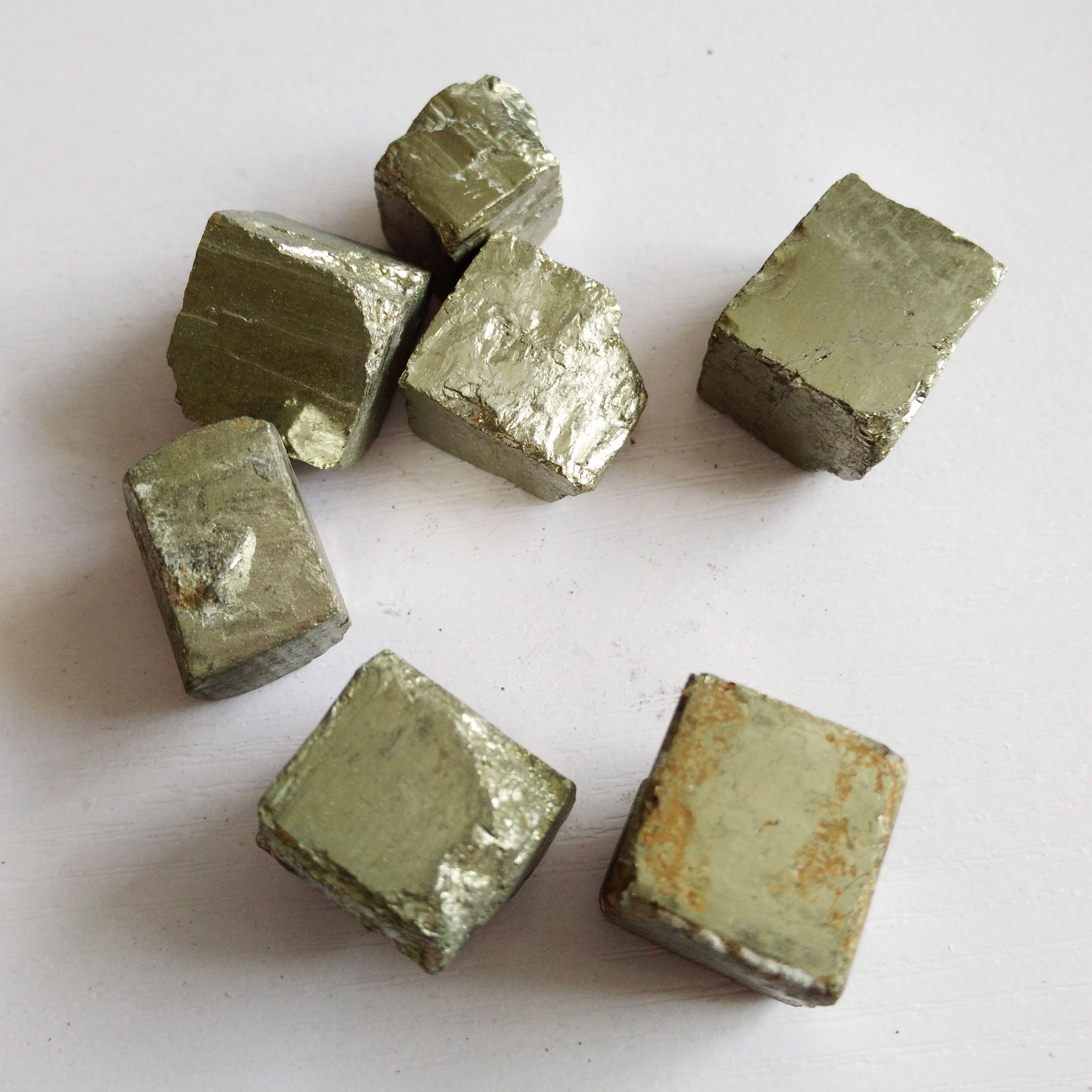 pedra de cura de cristal de cristal mineral natural encantador calcopirita cubo para venda caíram pedras s espécime cubo