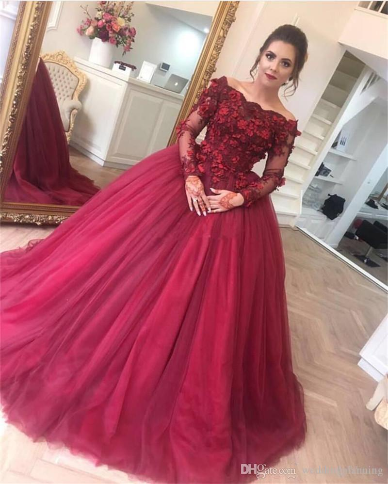 2018 New Formal Burgundy Prom Dresses Off Shoulders Long Sleeves Lace Appliques Prom Gowns Floor Length Ball Gown Party Dresses