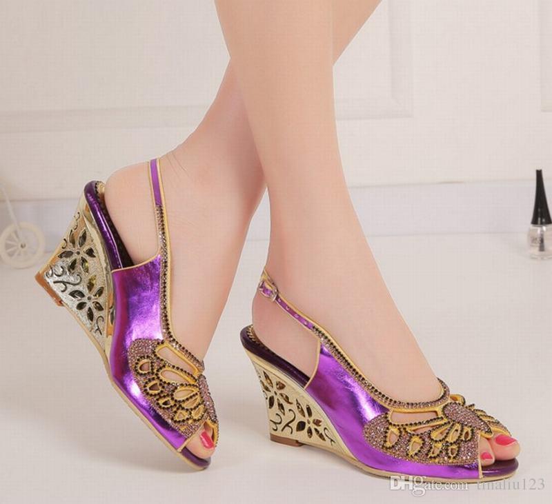 Venta caliente 2016 de gran tamaño 34-44 mujeres de punta abierta hebilla cuña tacones altos sandalias verano para mujer peep toe rhinestone partido zapatos de boda