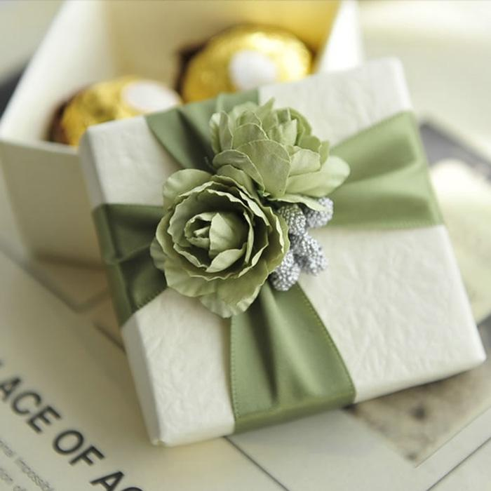 Typical Cash Wedding Gift: Elegant White Candy Box With Ribbon And Rose Wedding Gift
