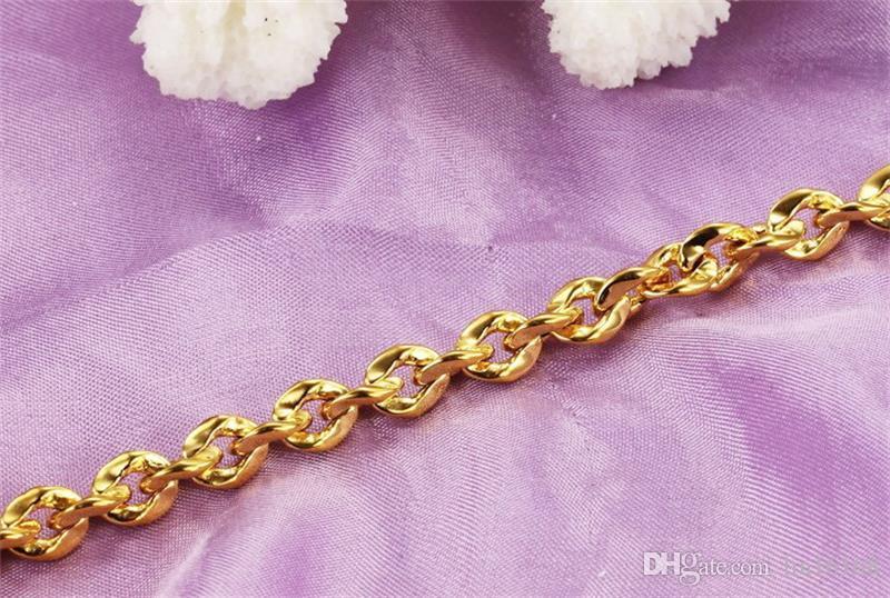 Luxury 18K Gold plated Bracelet handmade Fashion Jewelry top quality Interlocking Design style Elegant and noble Fashion Women Jewelry
