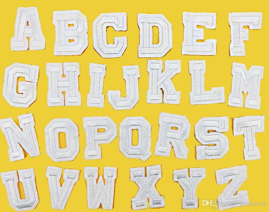 26 adet / takım A-Z Saf beyaz İngilizce Mektup Yama Demir On Nakış Yamalar ile Giysi için onun Giyim Aplikler DIY Aksesuar