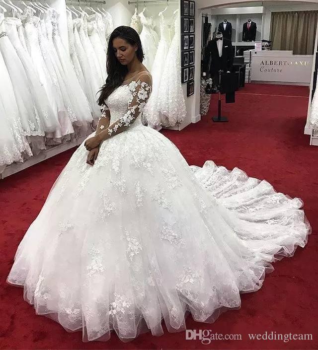 Erstaunliche Spitze Ballkleid Brautkleider mit langen Ärmeln Sheer Bateau Neck Hohl Back Brautkleid Applizierte Kapelle Hochzeitskleider