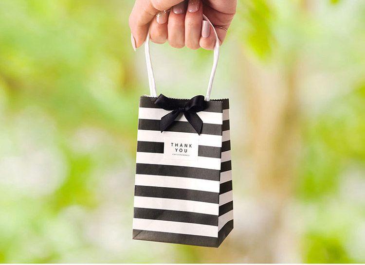 piccolo regalo involucro sacchetto di carta con manici arco nastro a strisce borsette biscotti caramelle festival regali in polvere borse da polso gioielli compleanno festa di nozze favori