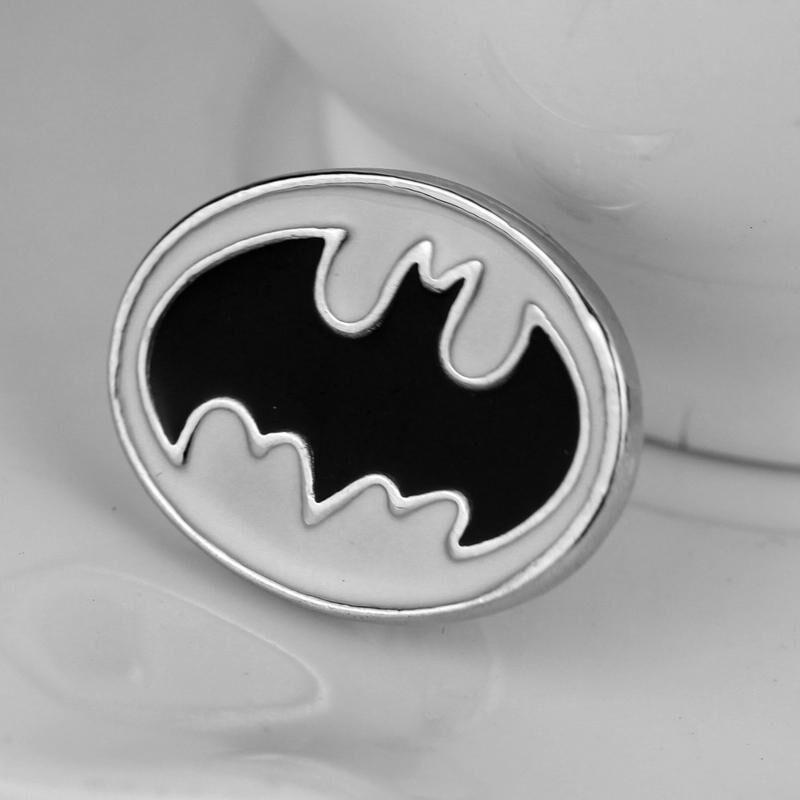 Wholesale Trendy Jewelry Silver Plated Alloy children bat Batman Logo Brooches Batman pin Batman Logo Brooch pins Corsage Thorn 2018 xz059