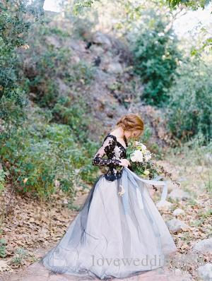 Black and Ivory A Line Wedding Dresses Illusion Long Sleeves Lace Bodice Tulle Skirt Sexy Backless Gothic Bridal Gowns