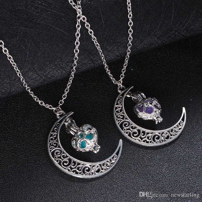 Moda luminoso que brilla en los regalos de Halloween Navidad Collar marinero oscuro de la luna colgante para las mujeres del collar hueco del amor del corazón