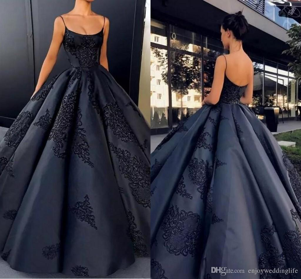 Simple Elegant Black Ball Gown Evening Dresses 2019 Sexy Straps Spaghetti Sleeveless Backless Empire Satin Lace Appliqued Prom Pageant Gowns