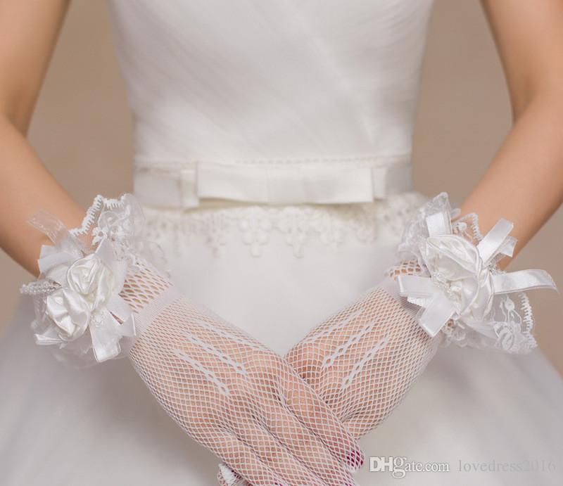 2019 nouveaux gants de mariage en plein doigt en tulle souple avec des fleurs faites à la main, bordure en dentelle, gants de performance courts