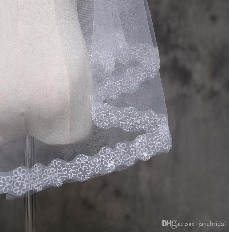 Blanc ivoire Dentelle courte Appliques bord Une couche Coude Longueur Tulle Mariage Briqueteries?