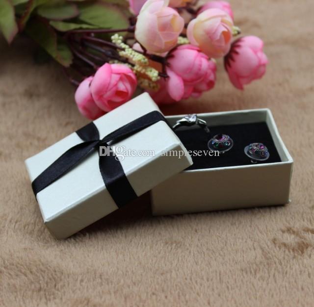 [Siete Simple] Blanco Color de la pulsera de la caja / Festival pendiente caja / manera pendiente de la exhibición / de joyería de regalo con la cinta especial