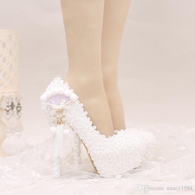 2017 белое кружево свадебные туфли платформы красивые женщины насосы с аппликациями кисточкой великолепный дизайн Свадебная вечеринка Пром обувь