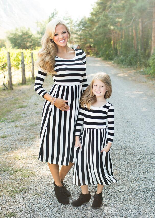b35d88dc20b5 2017 New Autumn Mother Mom And Daughter Dress Outfit Striped Long Sleeved  Parent Child Outfit Family Look Girls Clothing Dress Family Picture  Matching ...