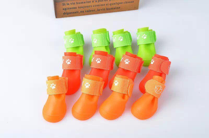 2 paia / lotto Pet scarpe stivali da caccia impermeabile gomma di protezione pet pioggia scarpe stivaletti cane abbigliamento più colori