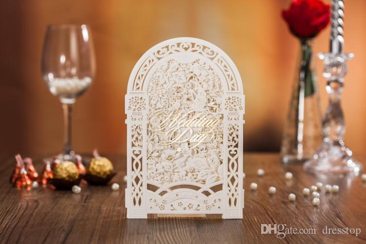 Creative Carven Door Tarjetas de invitación de boda Blanco y rojo Hollow Fiesta personalizada Tarjeta de invitación imprimible con sobre Tarjeta sellada