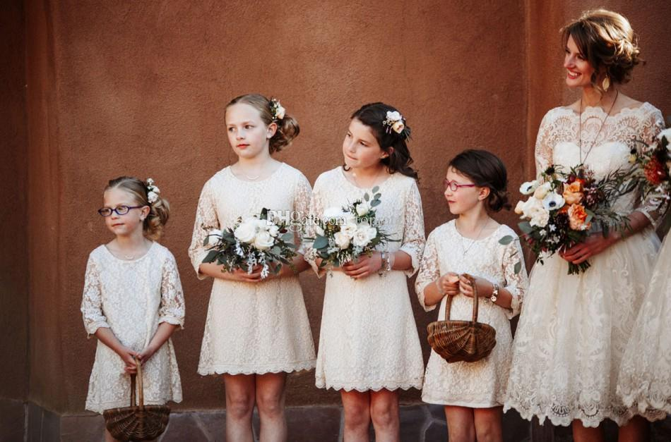 Country Beach Vintage Spitze Hochzeit Blumenmädchen Kleider 2020 mit Rundhalsausschnitt mit Sheer Halbarm Juniorbrautjunfer-Mädchen Erstkommunion Kleider