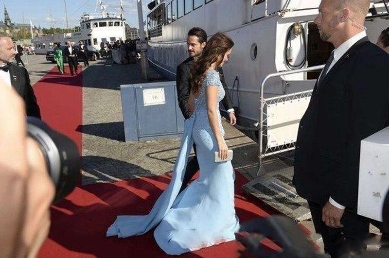Zuhair Murad 2018 Celebrity Vestidos de baile Lentejuelas con cuentas de cuentas Gorro de fiesta Vestidos de fiesta Vestido de fiesta de encaje transparente con encaje superior árabe