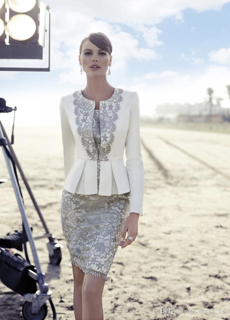 Carla Ruiz 2019 신부 드레스의 어머니 긴 소매 재킷 트렌디 한 백색 새틴 실버 레이스 무릎 길이 웨딩 게스트 드레스