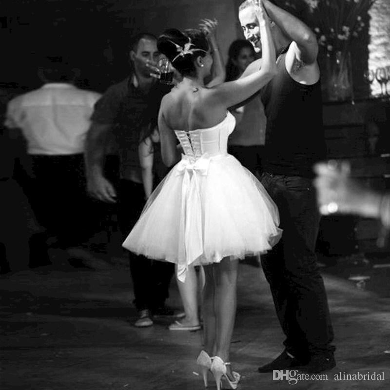 ライトスカイブルーショートカクテルドレス恋人弓のミニパーティーガウンシアーレースホームカミングガウン弓バックコルセット