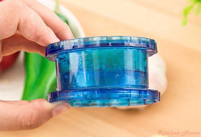 Rotatable Garlic Crusher Press Kitchen Gadgets Garlic Peeler Twist novelty households Vegetable Cutter Cooking Tools 7.5*4CM