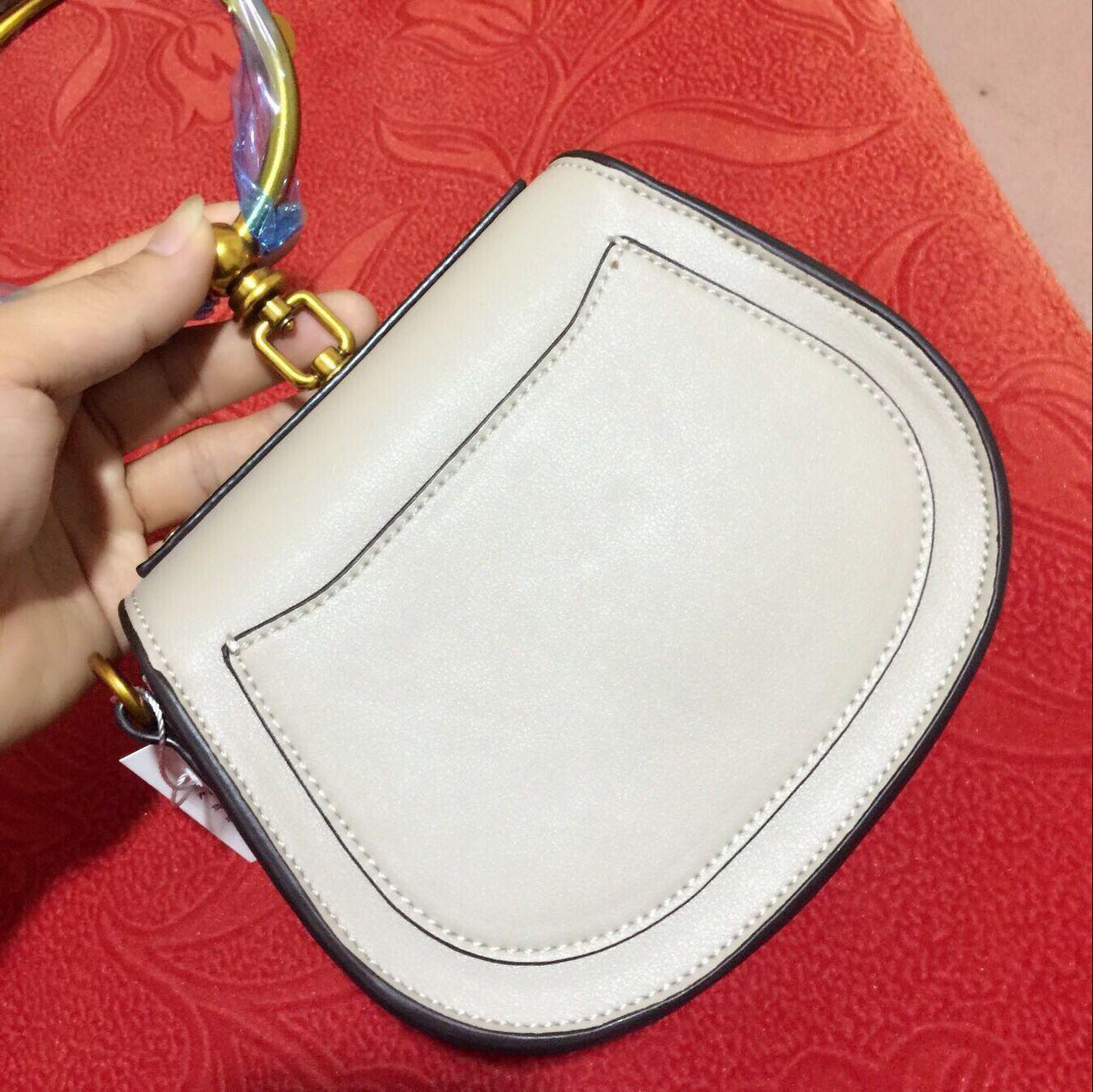 Été Nouveau cuir véritable sac à main sac à main en métal baguette selle selle selle nile poignée sac bracelet sac de bruits de bandoulière femme