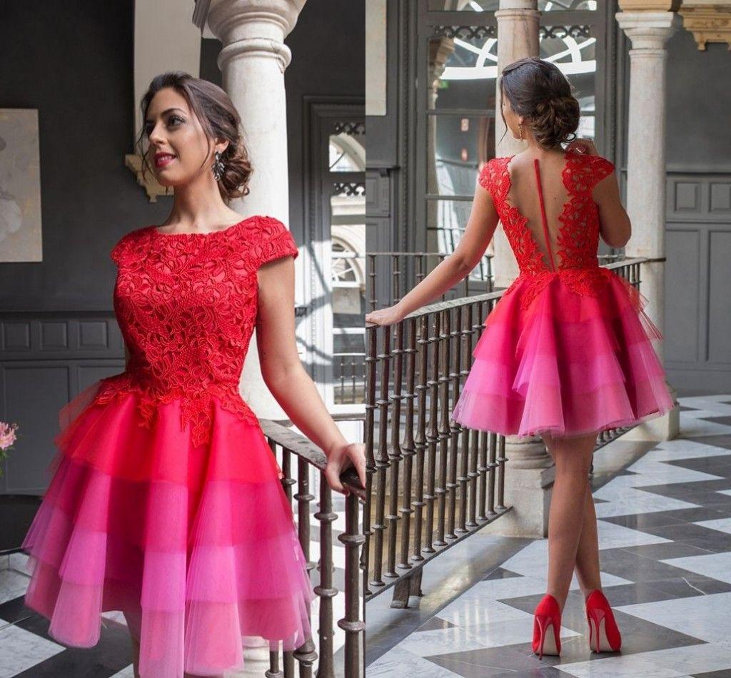 2017 Red Short Homecoming Vestidos apliques de encaje Cap Sleeves Vestidos de cóctel Illusion Back Tiered Mini Vestidos de graduación BA2947