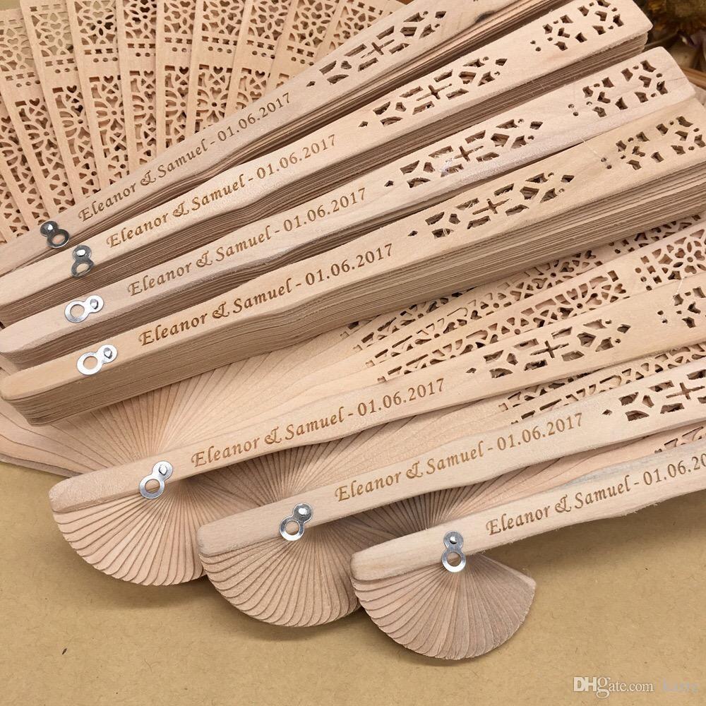2018 DHL Бесплатная доставка оптом 100 шт. много персонализированные древесины свадьбы выступает вентилятор партии подарков сандаловое дерево складной ручной вентиляторы