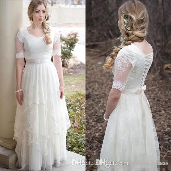 Nuovi abiti da sposa modesti con maniche 2017 Country Style Bohemian Garden Abiti da sposa Pizzo Tulle Scoop Neck Illusion Maniche corte Spose