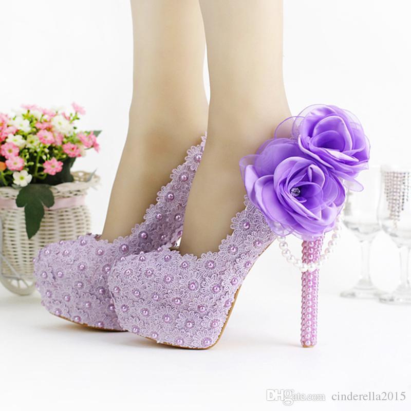 Chaussures de mariage superbes à talons hauts pourpre belle dentelle belle chaussures de robe de mariée à la main avec des chaussures de demoiselle d'honneur
