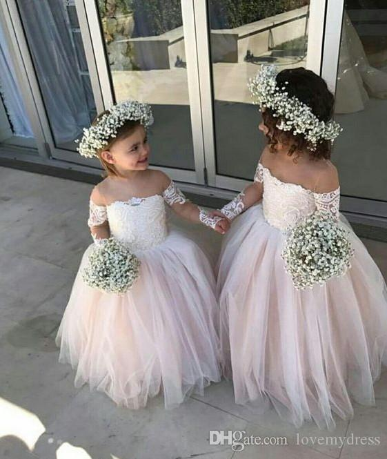 2019 Romantico al largo della spalla Abiti ragazze a fiori economici la sposa Illusion maniche lunghe in pizzo Tulle Champagne Designer abiti bambini