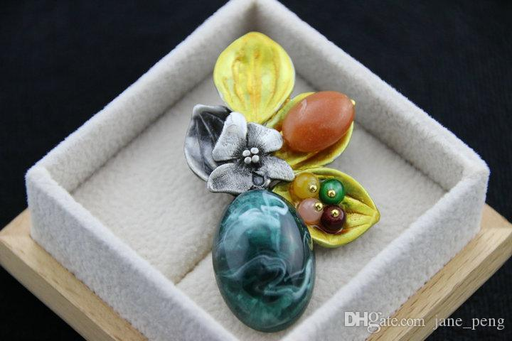 High Quality Vintage Flower Lily Brooches Simulated Stones Green Brooches And Pins For Women 2016 Winter New Fashion Wholesale